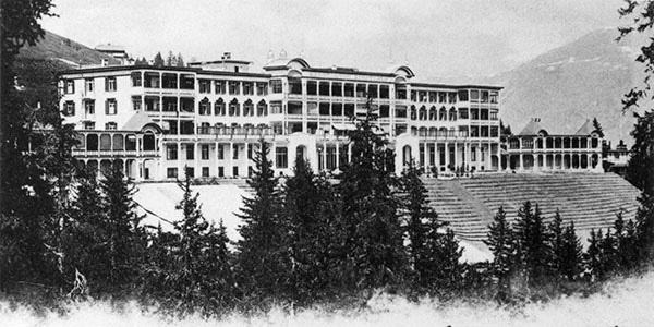 Sanatorium_Schatzalp,_Davos_1900