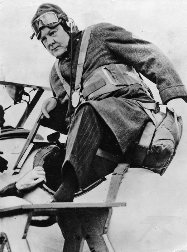 Winston Churchill als Kommodore eines Luftgeschwaders