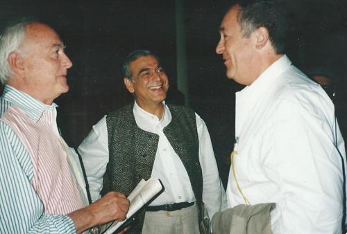 Бертолучи, вдясно, и Джеймс Айвъри, вляво, на кинофестивала във Венеция, 1997, снимка: личен архив