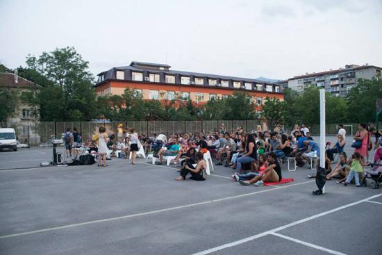 Блок кино през август 2015 г. в кв. Хиподрума