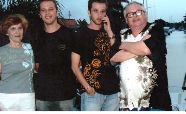 Валерий Родос със семейството си в САЩ